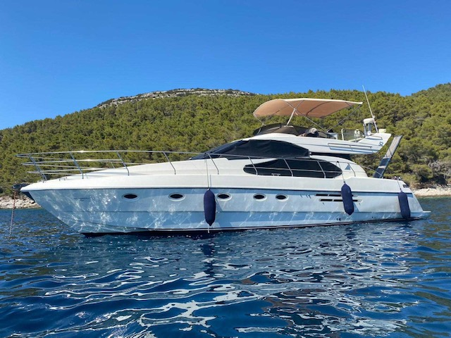 New luxury yacht available in Hvar - Azimut 52