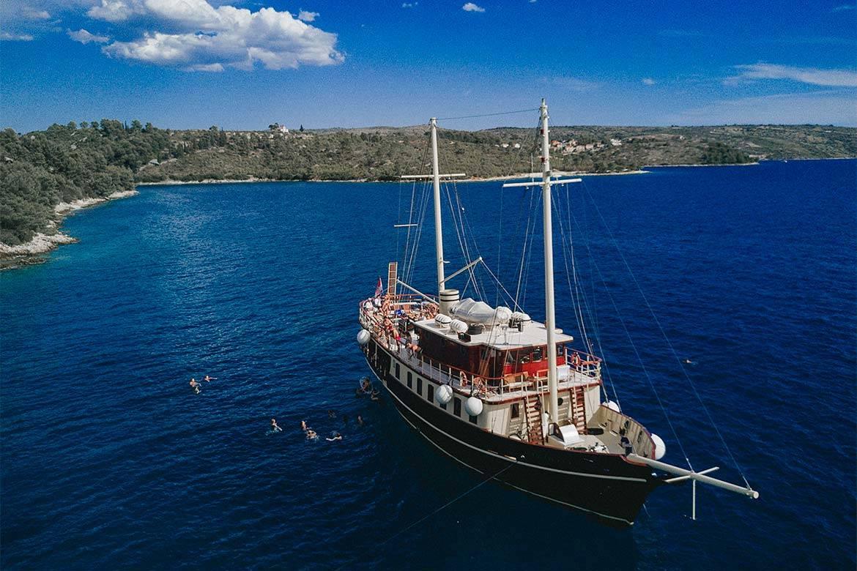 sailing cruise srag croatia 7
