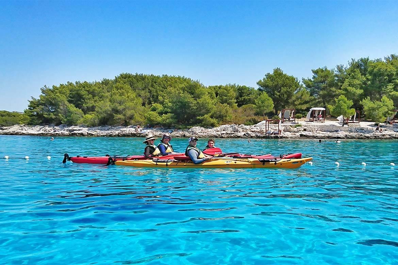 sea kayaking tour 4