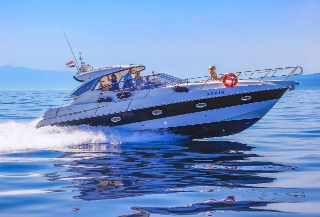 Private speedboat transfer